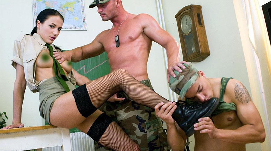 секс тройка с войници